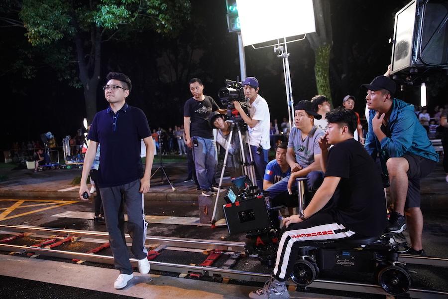 崔亮导演在《七月与安生》片场?#21335;?JPG