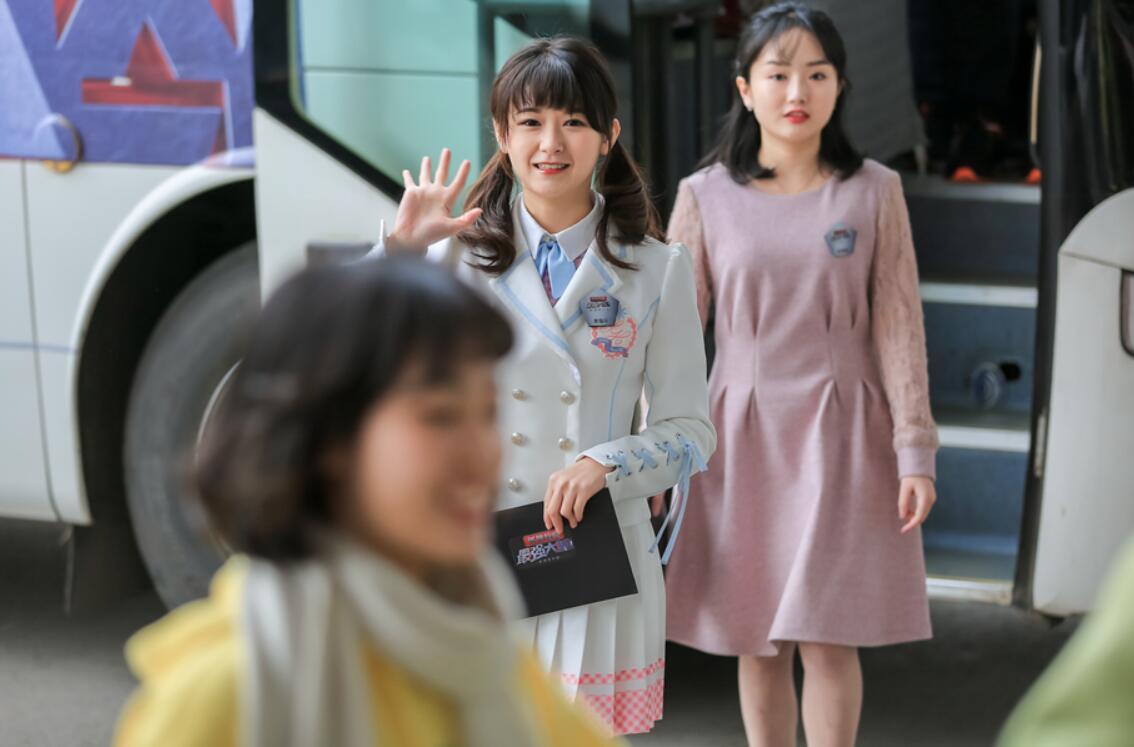 3女团成员袁瑞希可爱靓丽.jpg