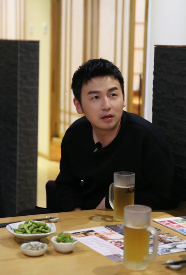 雷佳音和小岳岳怀疑人生.jpg