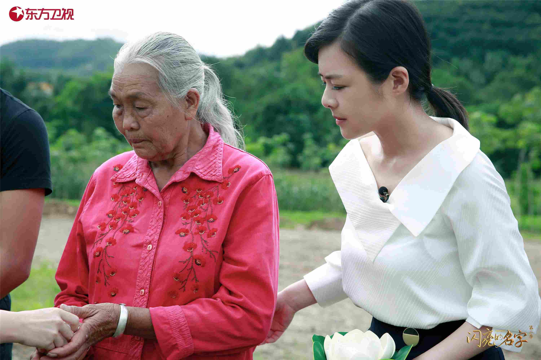陈辰与柯占军的母亲在一起.jpeg