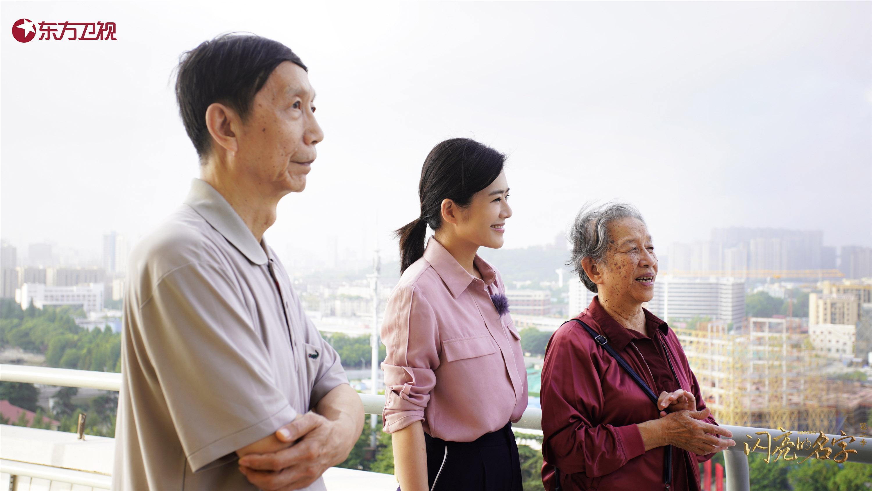 陈辰与梅旸春的儿女在南京长江大桥上缅怀梅旸春.jpg