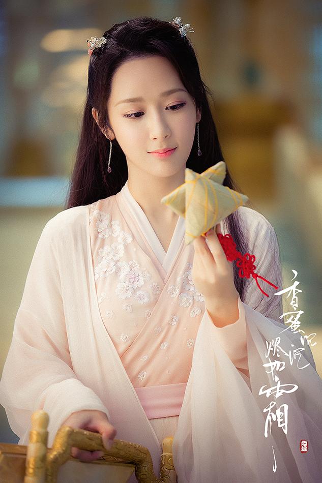 杨紫吃粽子.jpg