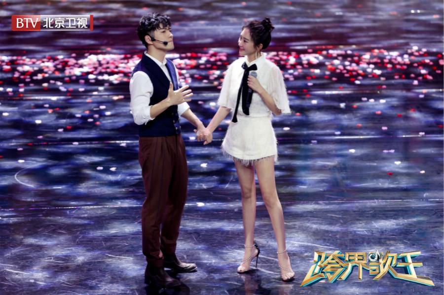 《跨界歌王》刘涛胡海泉上演浪漫开场秀 (3).jpg