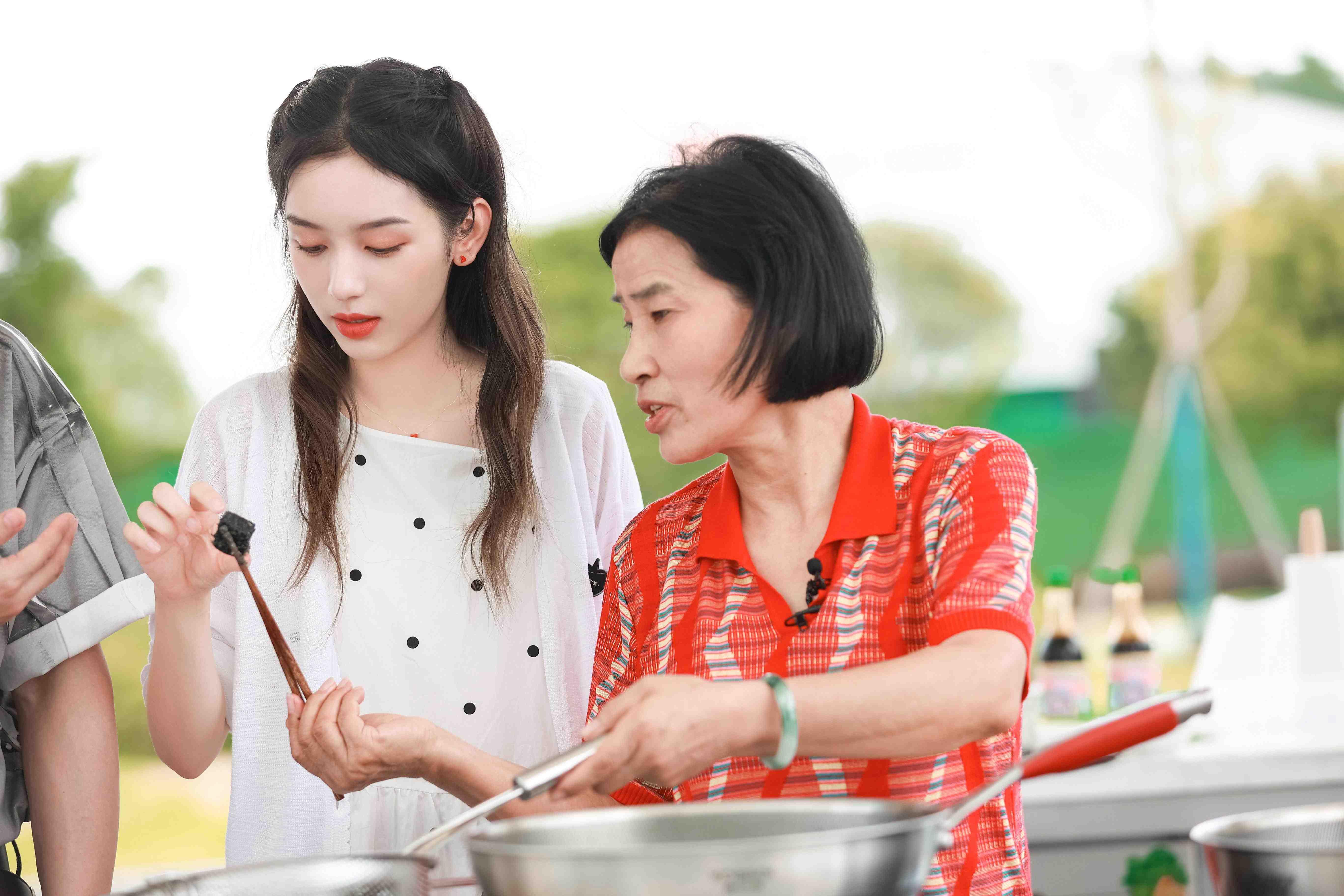 湖南卫视《中餐厅5》今晚10点开播 (5).jpg