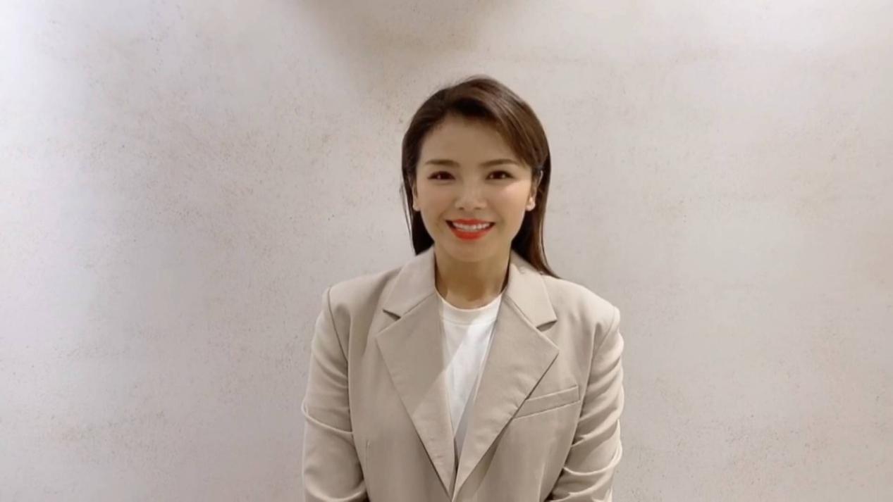 刘涛发表获奖感言.jpg