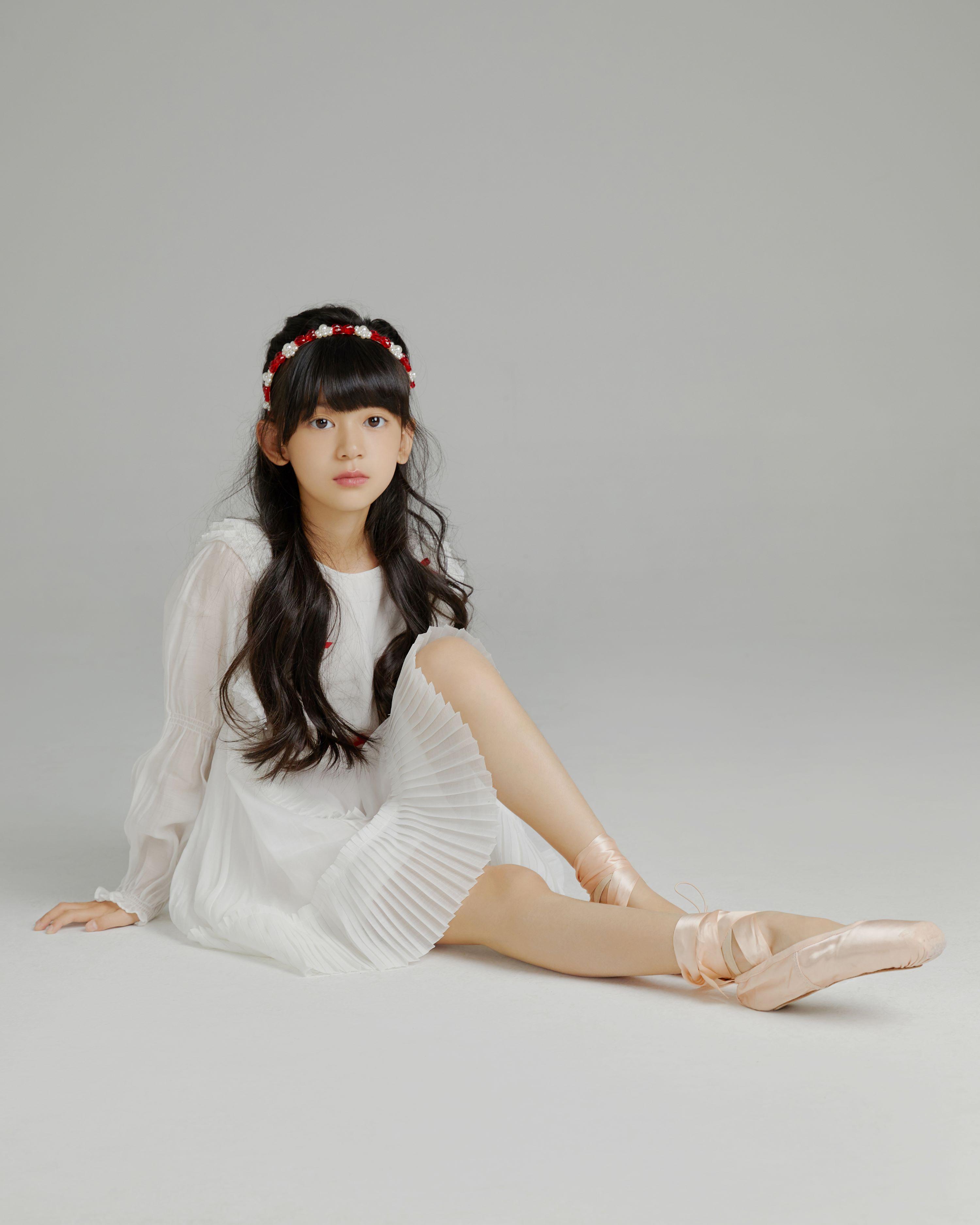 刘芝妙白裙.jpg