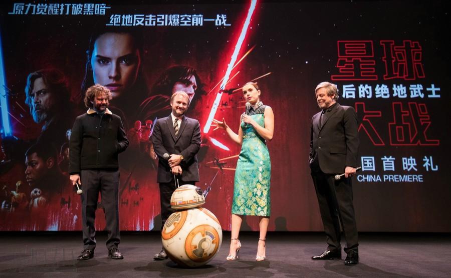 《星球大战:最后的绝地武士》上海首映 – 主创登上首映舞台.jpg