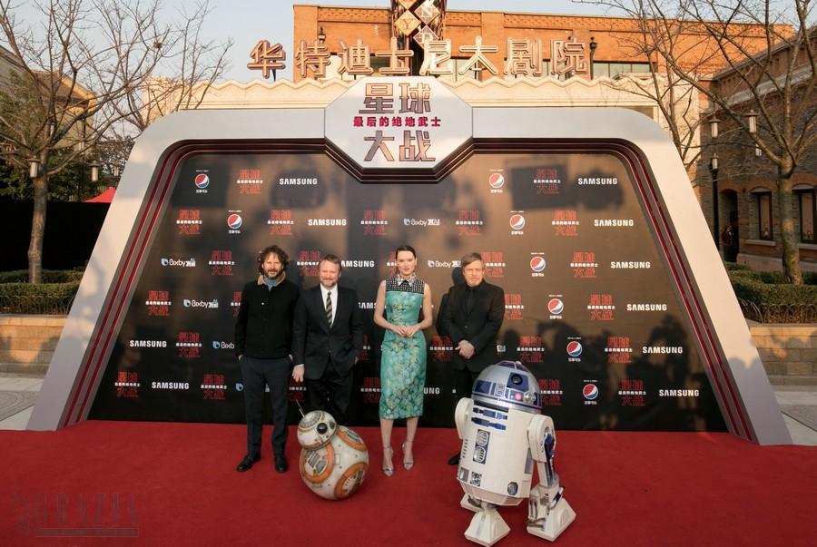 《星球大战:最后的绝地武士》上海首映 – 主创合影.jpg