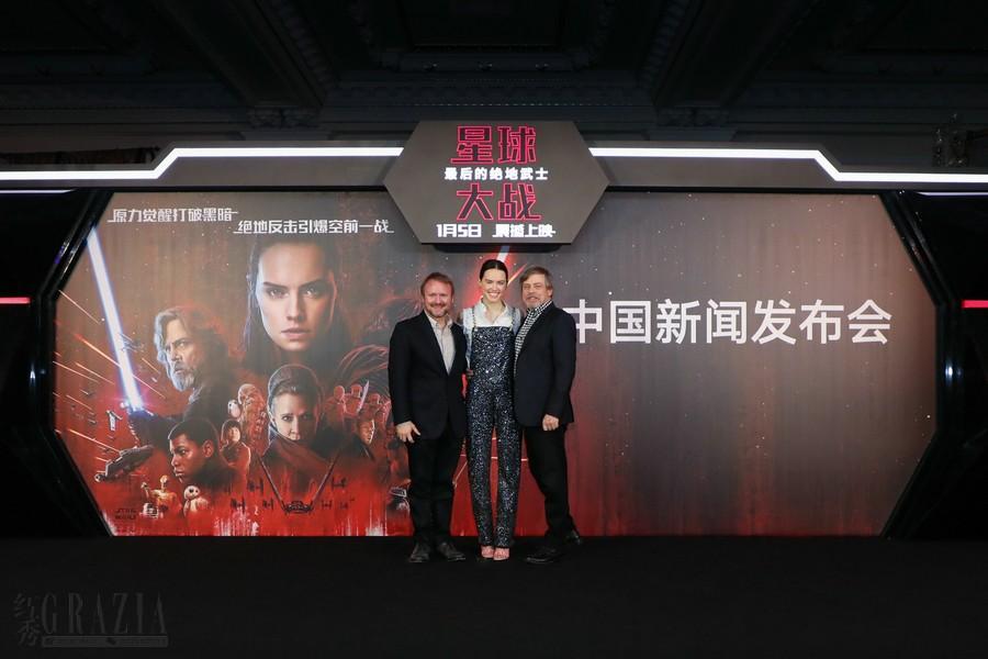 《星球大战:最后的绝地武士》中国新闻发布会 – 主创合影.jpg