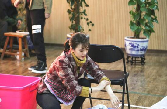 张溪芸毕业于中央戏剧学院,有丰富的表演经验.jpg