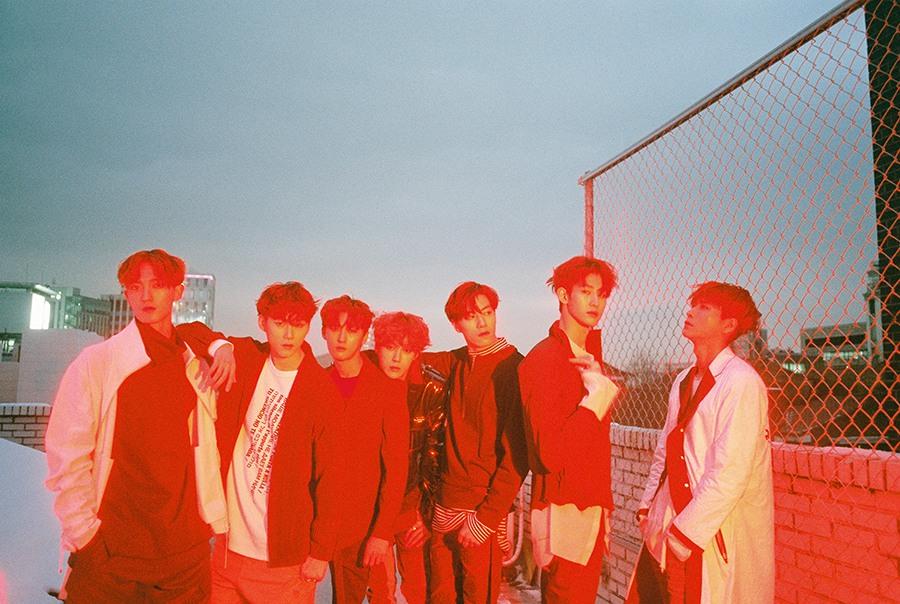 男团VAV新专辑SPOTLIGHT将发 预告显露霓虹色彩.jpg