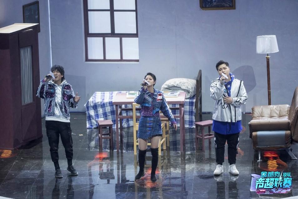 武汉音乐学院原创歌曲《她和她》唱哭袁娅维 (2).jpg