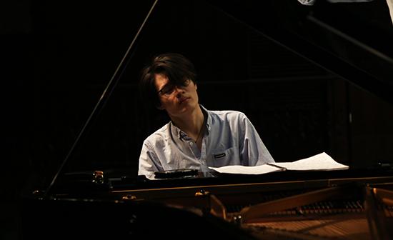 青年钢琴家鞠小夫 (2).jpg