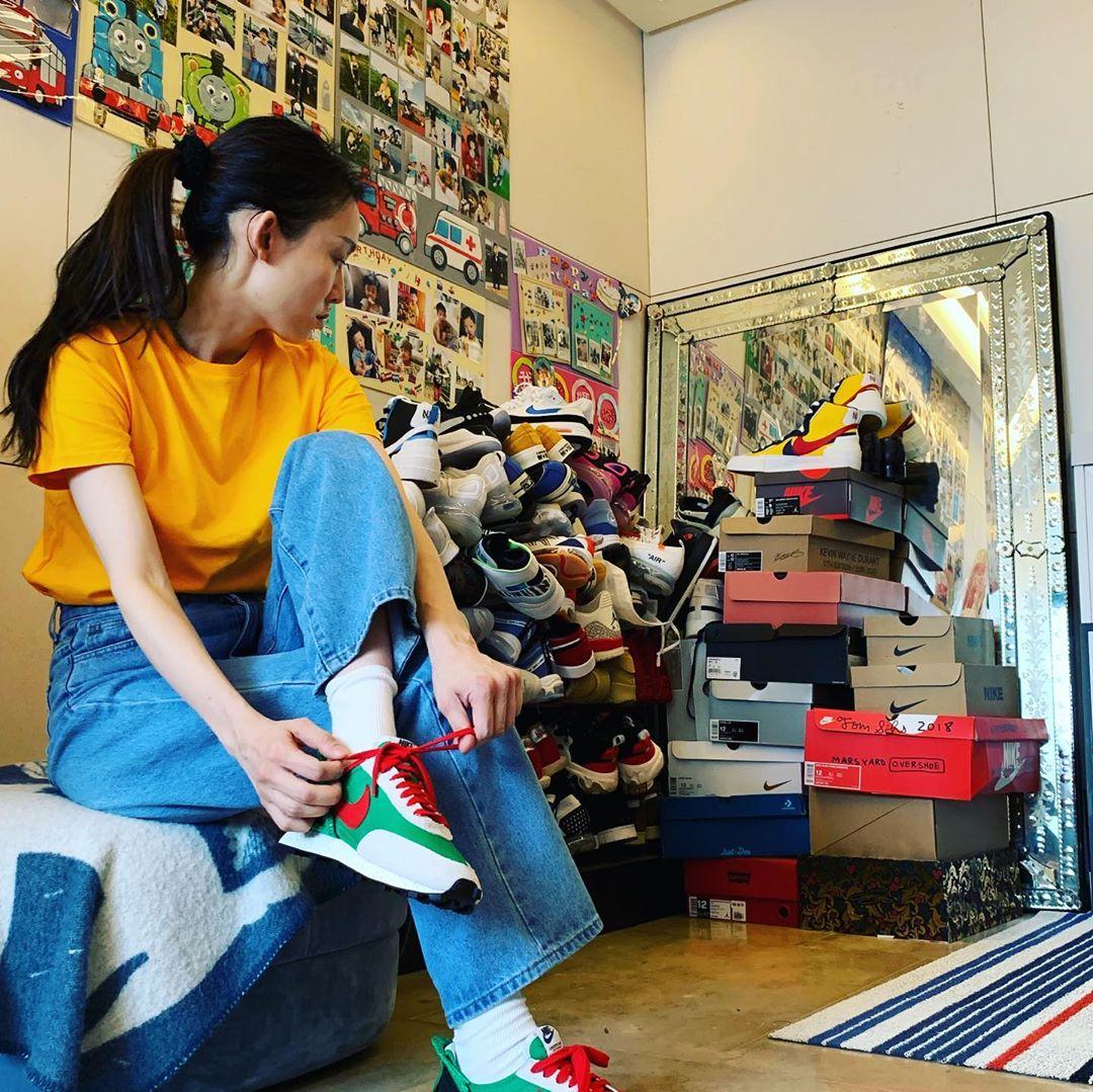 陈建州鞋子堆成山.jpg