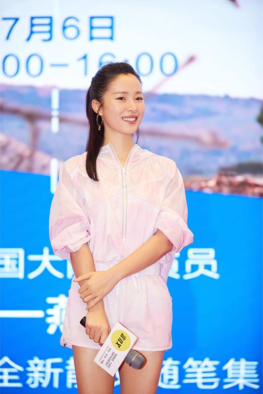 江一燕在北京举行新书签售会.png