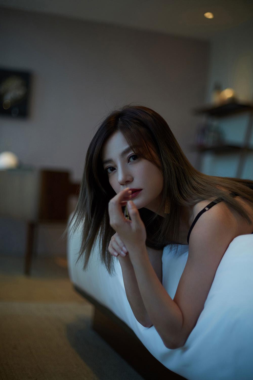 赵薇诠释慵懒罗马假日风情.jpg
