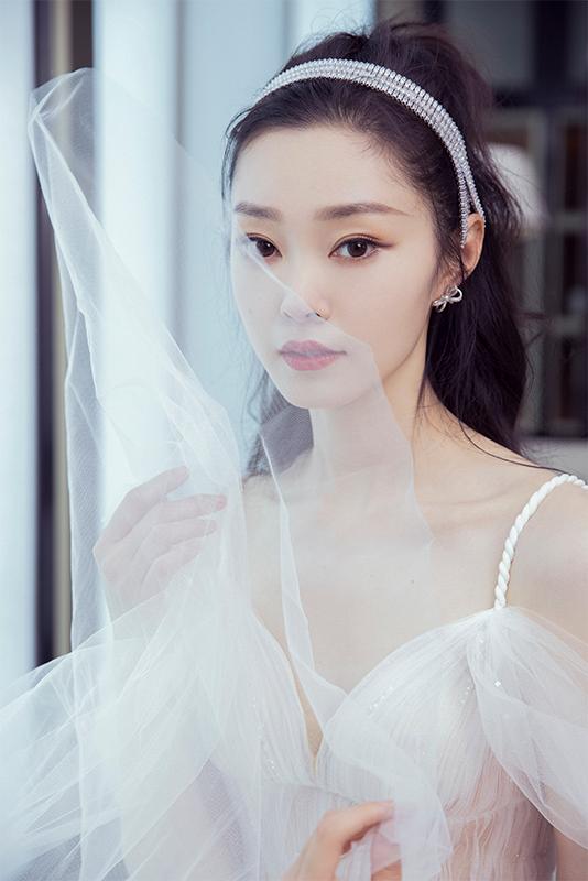 宋轶出席南京品牌活动 动人美貌引网友赞叹