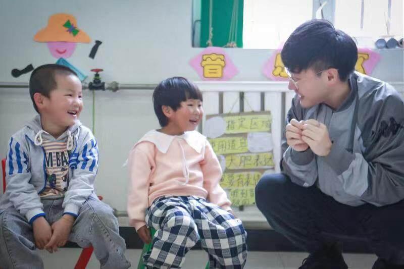 """王铮亮参与中国发展研究基金会""""一村一园""""公益项目"""