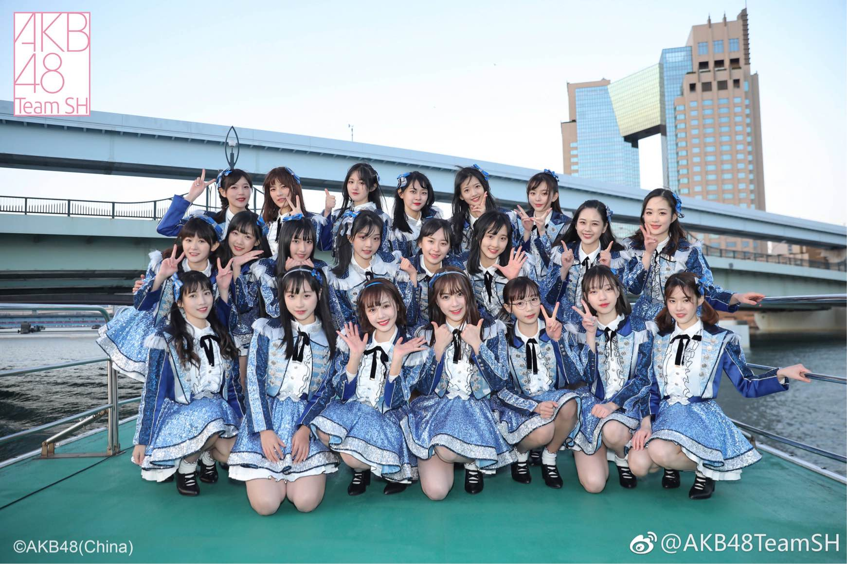 AKB48 Team SH《Love trip》.jpg