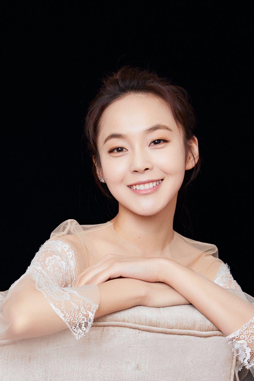 张佳宁荣获年度慈善明星1.jpg