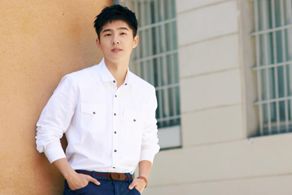 劉昊然米蘭男裝周白襯衫清新帥氣1.jpeg