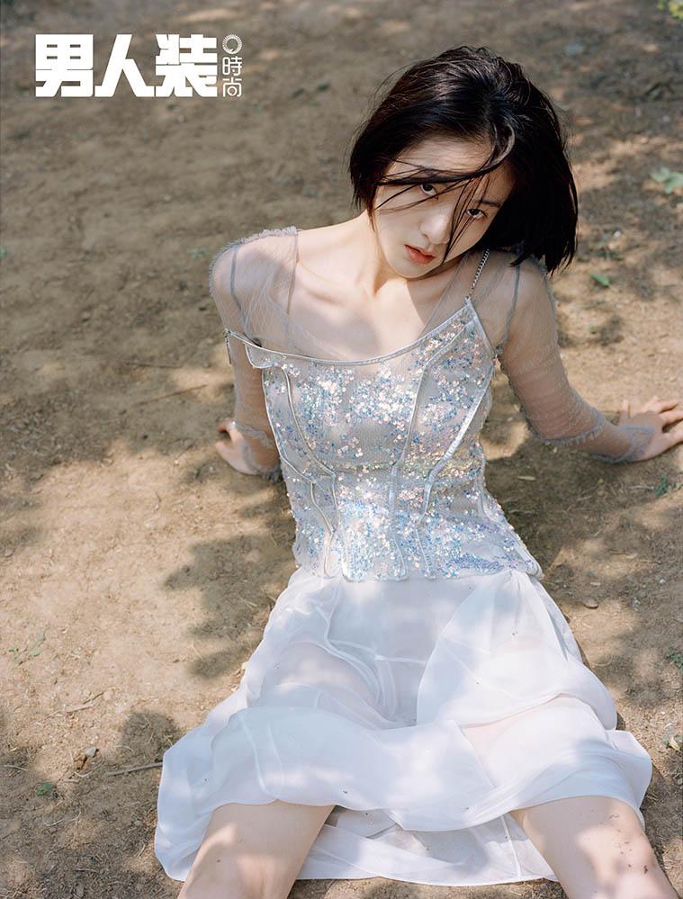张雪迎 白色吊带裙.jpg