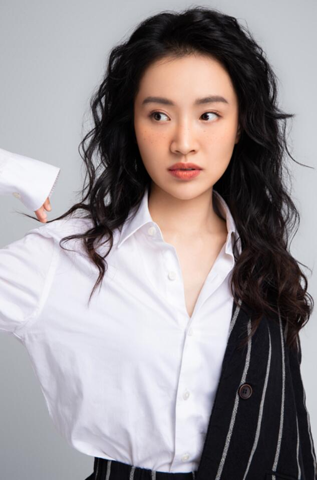 陈芋米雀斑妆时尚大片1.jpg