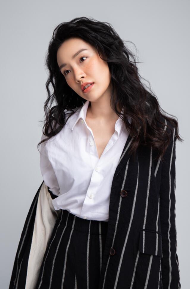 陈芋米雀斑妆时尚大片3.jpg