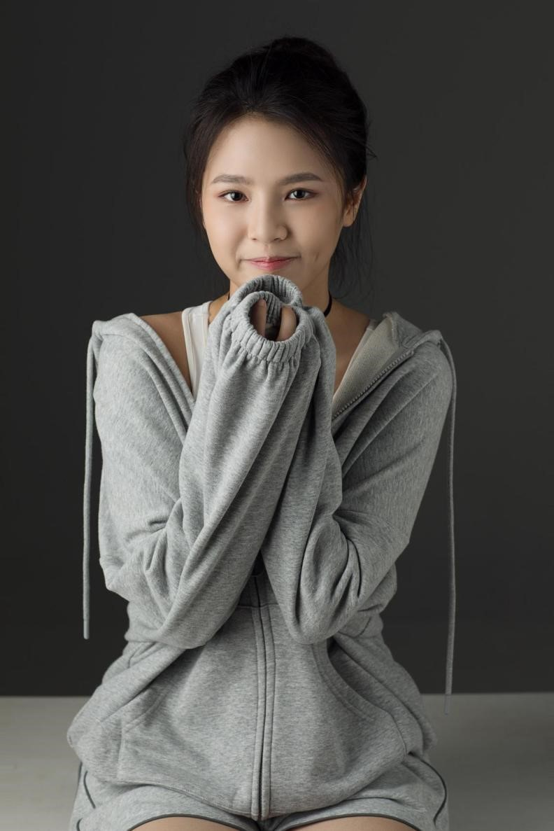 新人刘亦芊写真气质独特 笑容甜美清新初恋脸