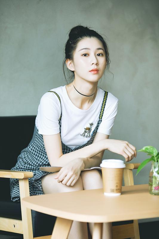 人气小花刘颖伦最新写真 (4).jpg