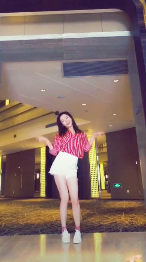 江疏影跳舞.jpg
