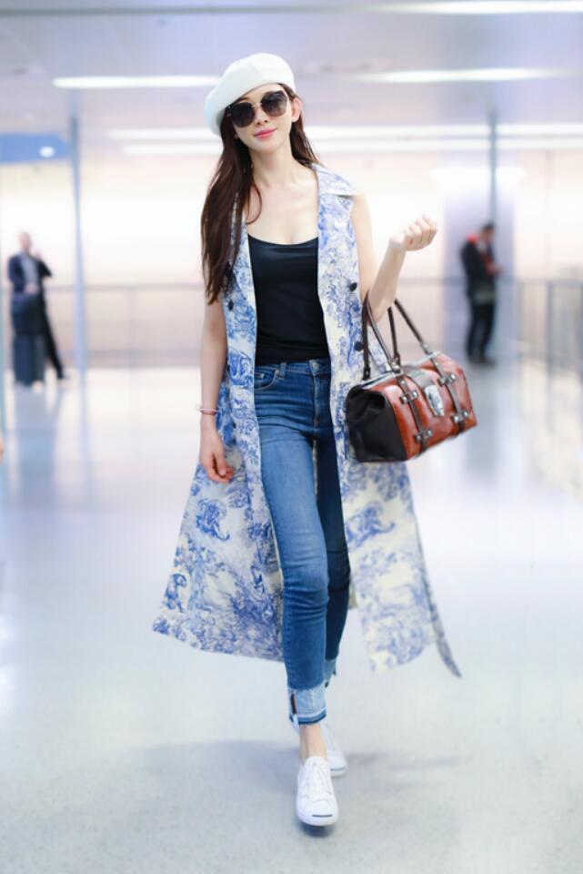 林志玲现身上海机场 画派风自然清爽1.jpg