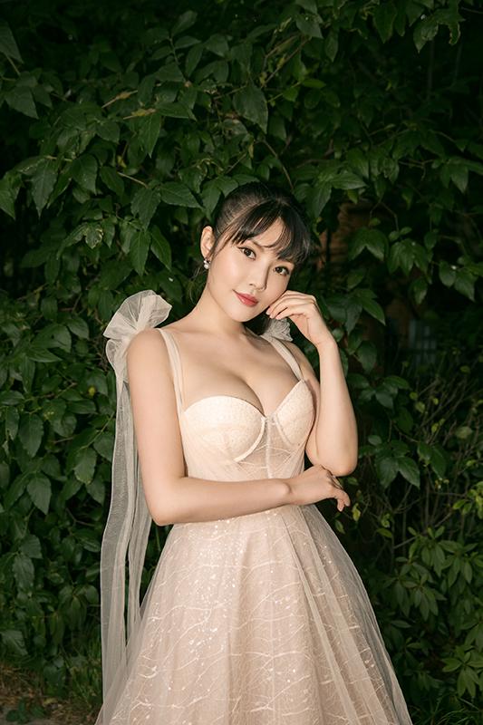 徐冬冬豐腴好身材中自帶溫婉仙美范.png