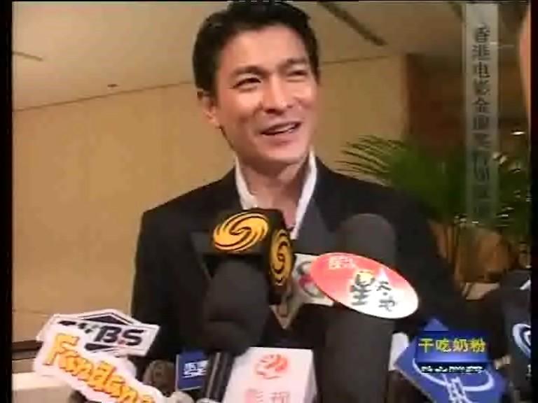 香港电影金像奖上,刘德华接受群访,东南卫视是当时为数不多的内地媒体.jpg
