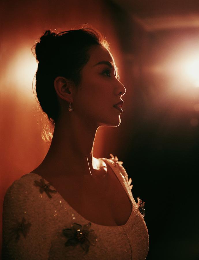 """刘诗诗花朵裙精致优雅 获封""""传承梦想""""年度人物5.jpg"""