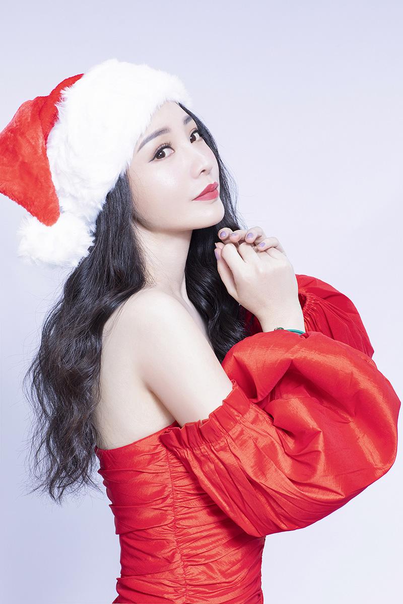 柳岩圣诞写真 回眸一笑暖冬日2.jpg
