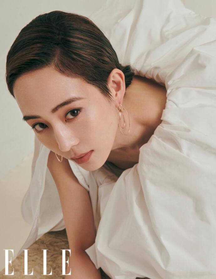 张钧甯杂志大片展现摩登时尚7.JPG