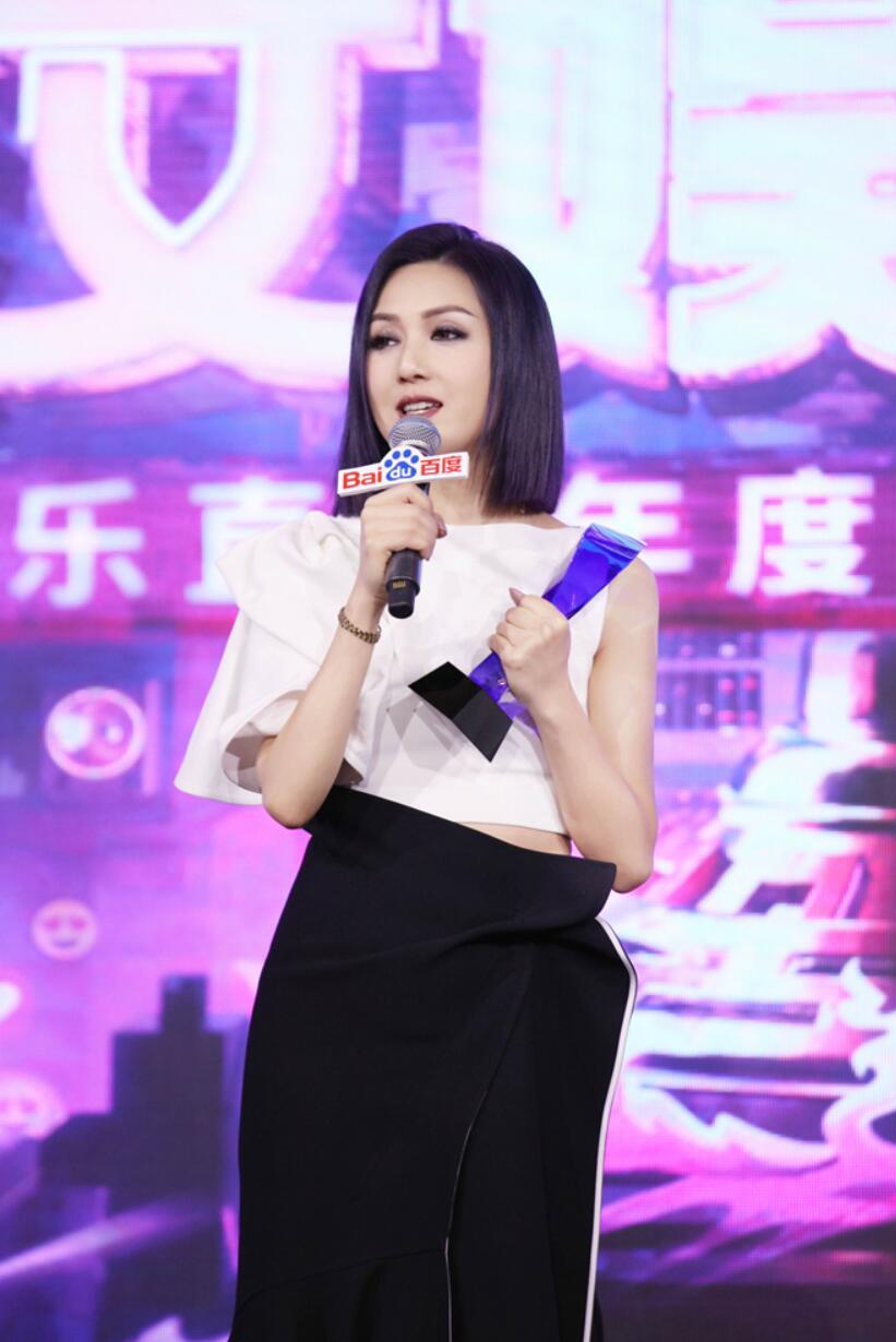 杨千嬅获年度实力女歌手大奖5.jpg