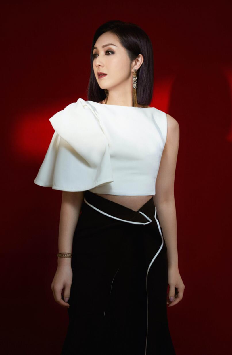 杨千嬅获年度实力女歌手大奖6.jpg