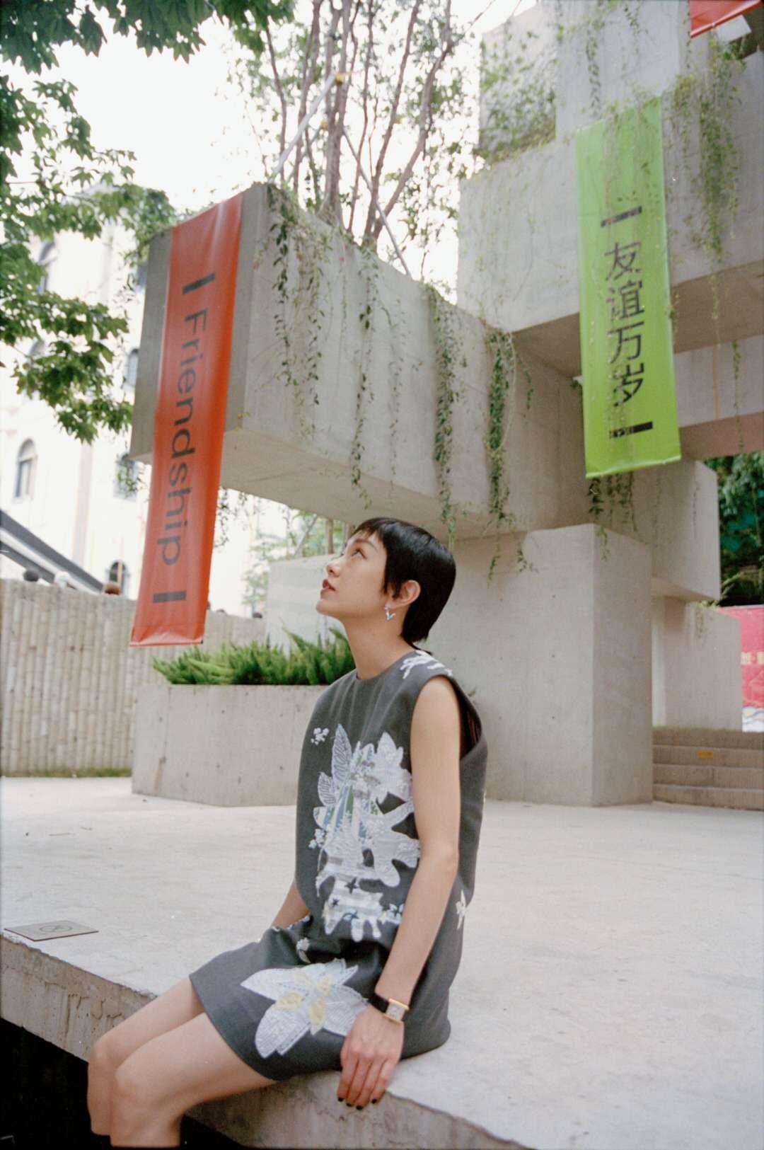 郭采洁刺绣短裙.jpg