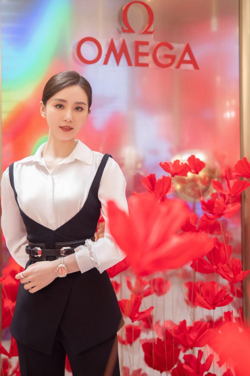 """刘诗诗亮相""""繁花·星海""""品牌巡展上海站 白衬衫阔腿裤尽显优雅姿态1.jpg"""