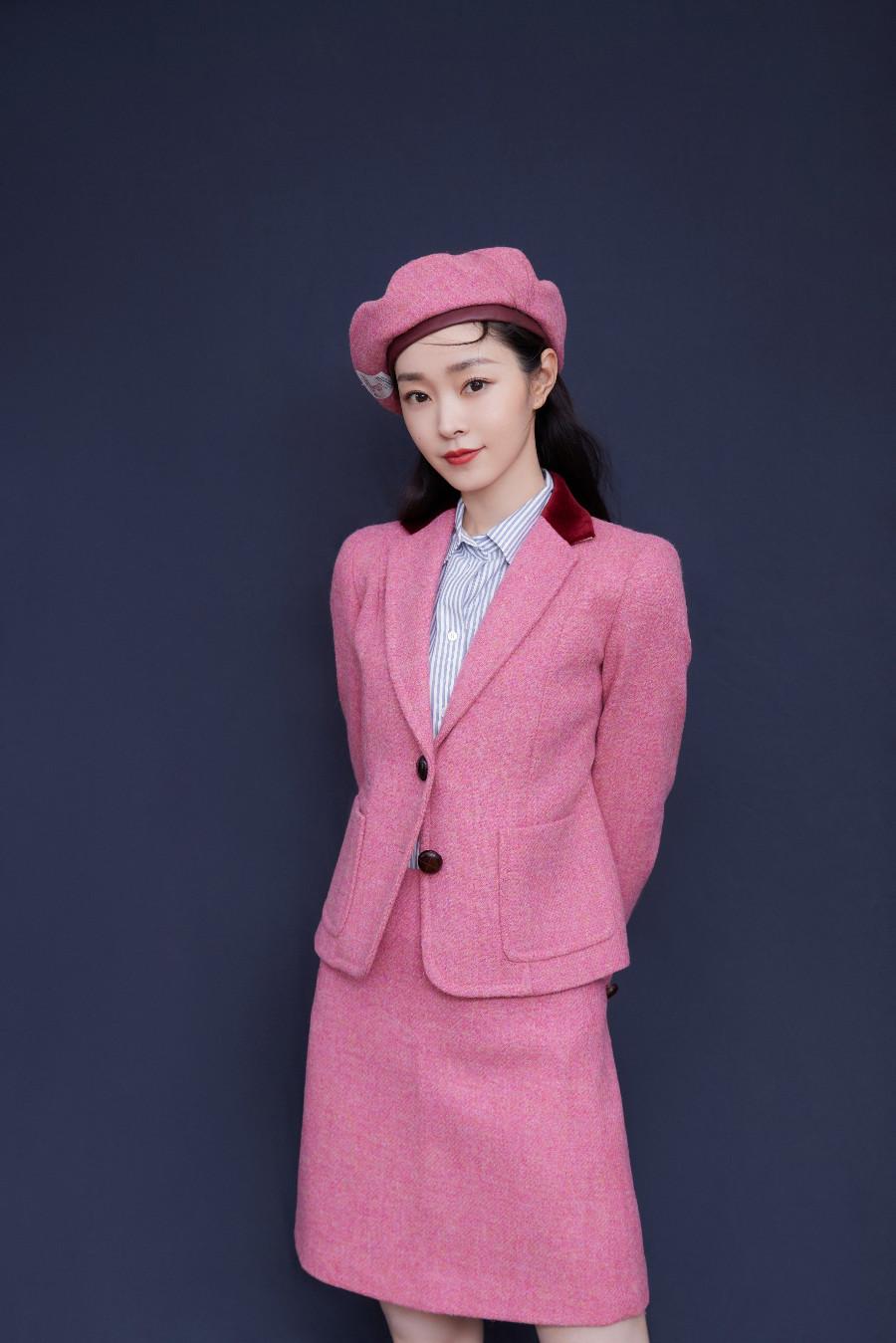 宋轶粉色西装诠释初秋浪漫.jpeg
